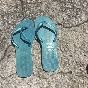 Light blue havaianas. Size 6. Great condition.